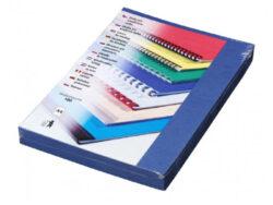 Desky kartónové DELTA A4/100ks, tmavě modré-Kartonové desky, z jedné strany ražba imitace kůže. Druhá strana hladká matná v barvě desek, 250 g/m2.
