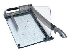 Řezačka papíru páková REXEL ClassicCut CL410-Vysoce kvalitní řezačka s velkou kapacitou řezání a to až 25 listů papíru 80g/m2. Řeže dokumenty až do formátu A4. Tento stabilní přenosný řezací stroj má laserové zaměření pro dosažení maximální přesnosti při řezání.