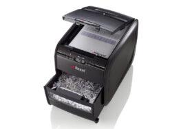 Skartovač Rexel REM820-Vysoce výkonný osobní skartovač REM820 řeže až 8 listů najednou v příčném řezu 2x15 mm. Kapacita odpadní nádoby činí 20 litrů a pojme až 220 listů papíru. Skartuje také CD a kreditní karty. Stupeň utajení dle NBÚ 3 (pro tajné).